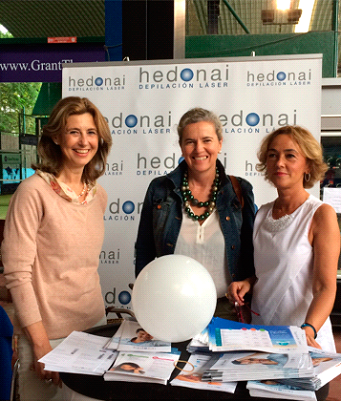 Nuestra doctora Carmen Ibarreche y Elisa Gonzalez-Dueñas, doctora y directora del centro Hedonai Getxo, junto a Ana Diaz,  en nuestro punto de información