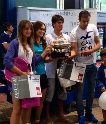 Premiados del torneo en las diferentes categorías con los premios Hedonai